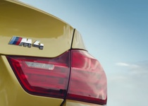 BMW M4 на необычной гоночной трассе (видео)